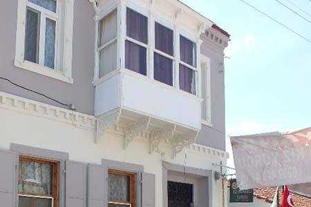 İzmir Smyrna Kız Öğrenci Yurdu